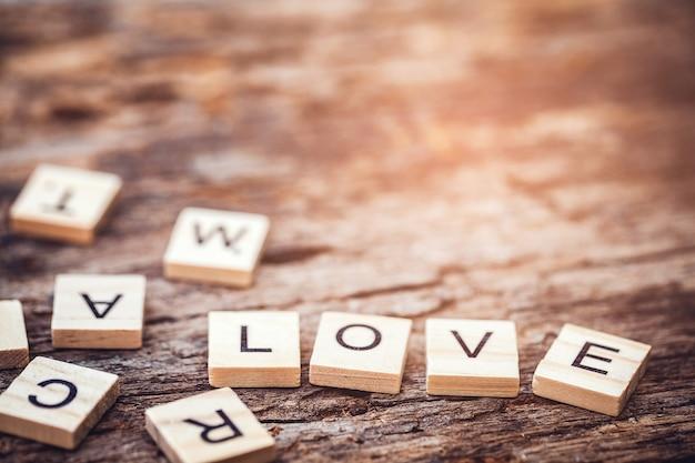 Amor texto palabra hecha con bloques de madera