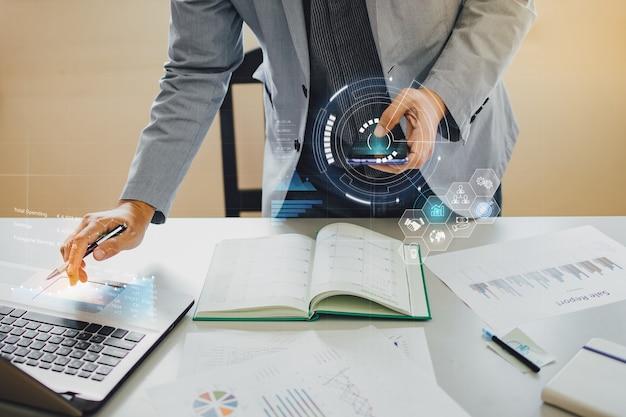 Análisis de empresario de marketing financiero con tecnología digital ai para empresas emergentes