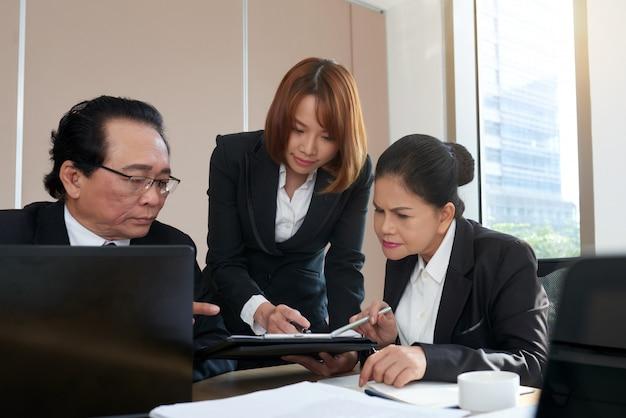 Analizando documento comercial