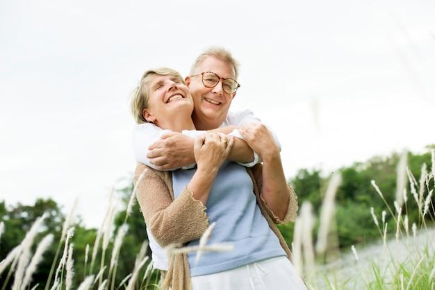 Ancianos pareja mayor concepto de amor romántico