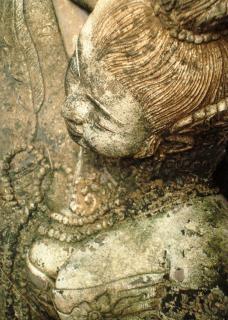 Ángel escultura de piedra oriental