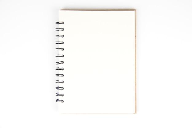 Ángulo alto de la vista superior del libro en blanco