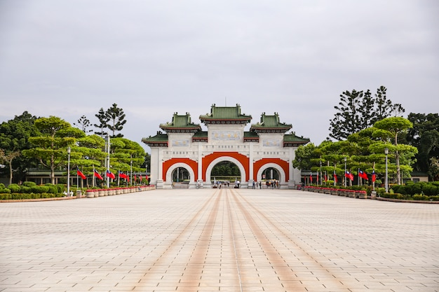 Ángulo de vista salvaje del santuario de los mártires revolucionarios nacionales de tai wan