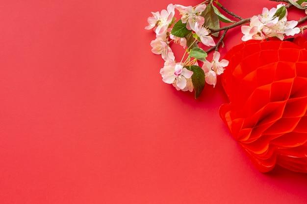 Año nuevo chino flor de cerezo con linterna