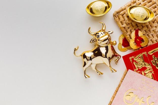 Año nuevo chino tradicional buey copia espacio fondo blanco.