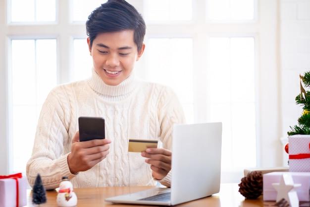 Año nuevo, compras de regalos navideños online.