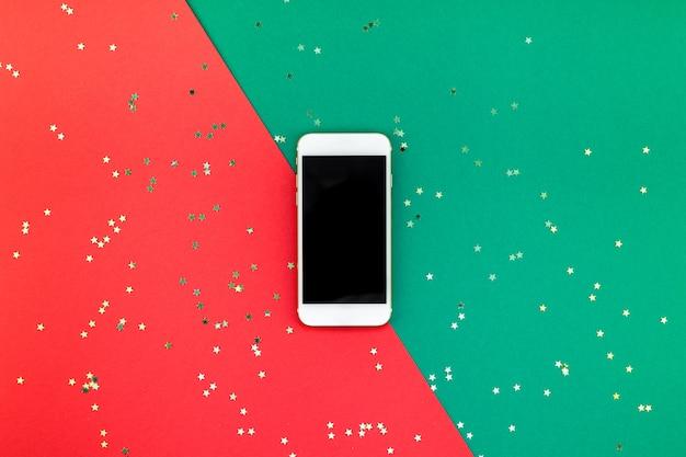 Año nuevo o navidad teléfono inteligente con pantalla en negro