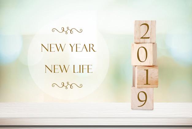 Año nuevo vida nueva, 2019 cita positiva sobre fondo borroso