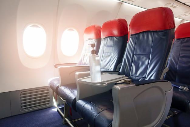Antecedentes de los asientos vacíos de la fila del avión a bordo, concepto de viaje y transporte