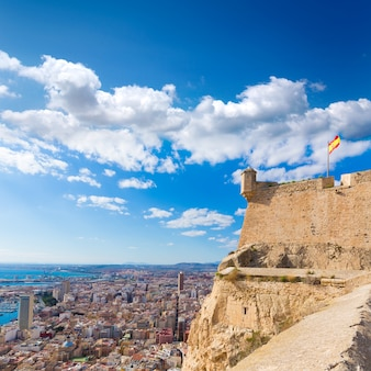 Antena de horizonte de alicante desde el castillo de santa bárbara españa