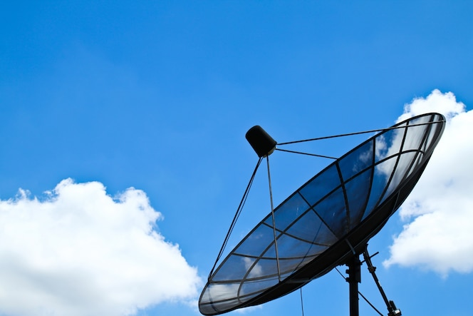 Antena parabolica fotos y vectores gratis for Antena 3 online gratis