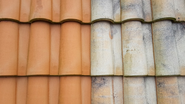 Antes y después del azulejo limpiador de agua a alta presión comparación de limpieza de techos