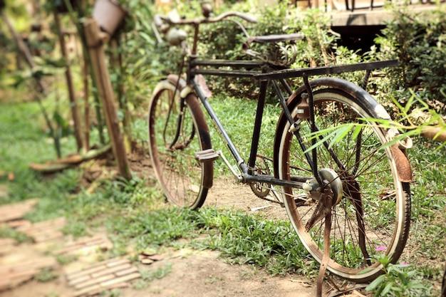 Antigua bicicleta oxidada vintage.