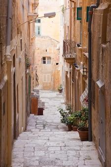 Antigua calle de la valeta. malta