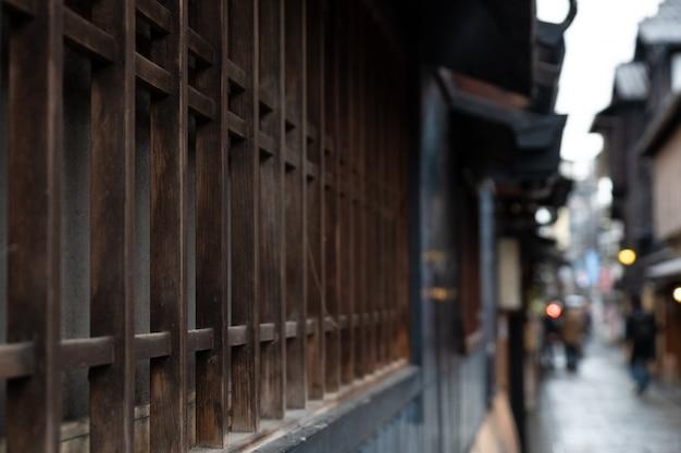 Antigua casa de estilo japonés y calle en kyoto, japón