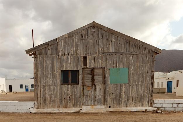 Antigua casa de madera para pescadores