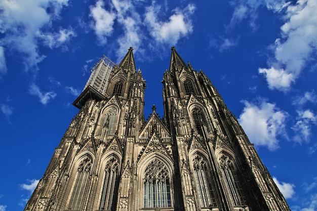 Antigua catedral de colonia en alemania