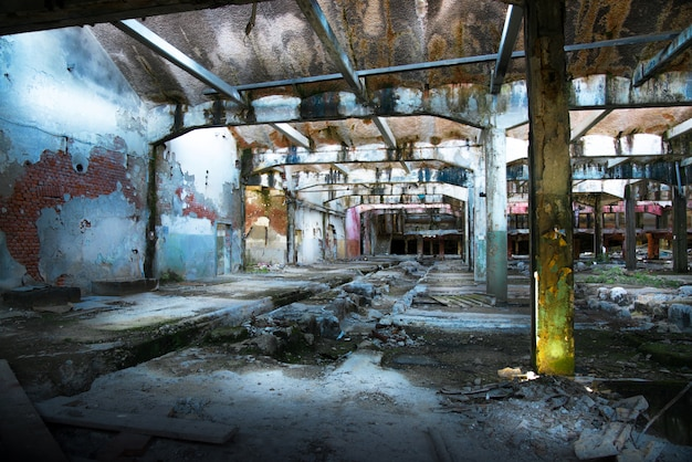 Antigua fábrica abandonada