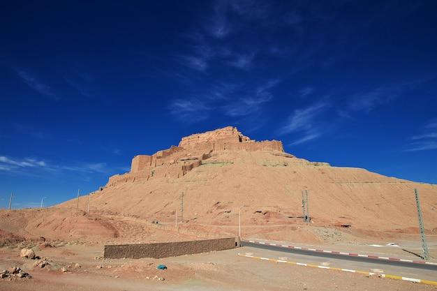 La antigua fortaleza en el desierto del sahara, argelia