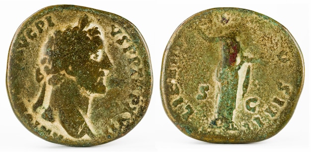 Antigua moneda de bronce romano sertertius del emperador antonino pivs.