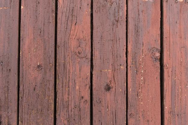 38deb9cd3fb9 Antigua puerta de madera con pintura descascarada y agrietada.