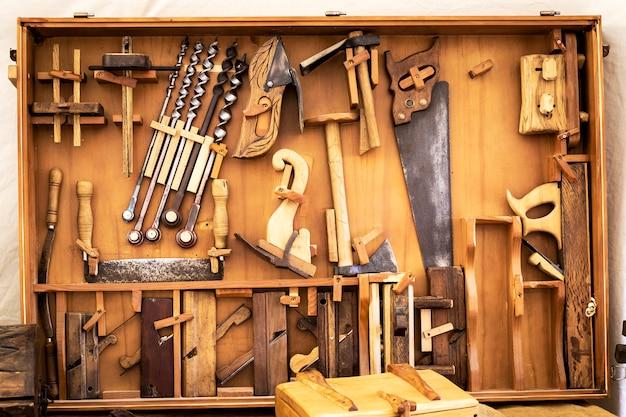 Antiguas herramientas de mano de carpintero.