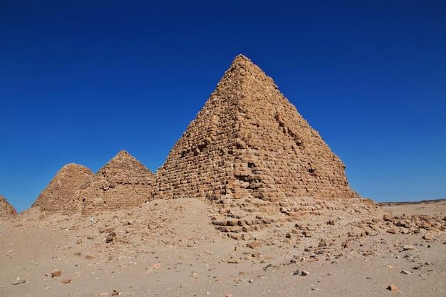 Antiguas pirámides de nuri en el desierto del sahara, sudán