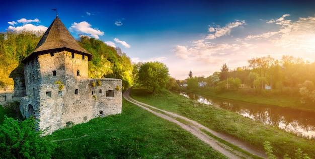 Antiguo castillo de piedra