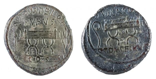 Antiguo denario romano de plata de la familia pompeya,