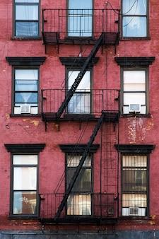 Antiguo edificio de apartamentos manhattan, nueva york