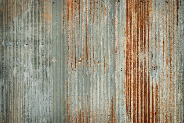 Antiguo fondo de textura de pared de zinc, oxidado en láminas de panel de metal galvanizado.