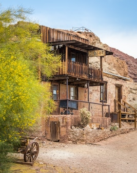 Antiguo hotel en calico, california, ee. uu., calico es un pueblo fantasma en el condado de san bernardino, california