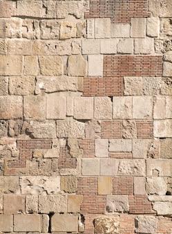 Antiguo muro de ladrillo de color beige