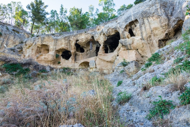 Antiguo pueblo bizantino canalotto - sitio arqueológico en calascibetta, sicilia, italia
