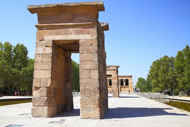 Antiguo templo egipcio de debod en madrid, españa