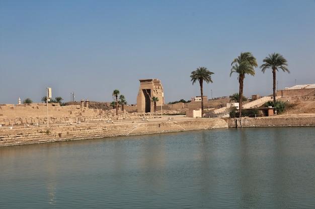 Antiguo templo de karnak en luxor