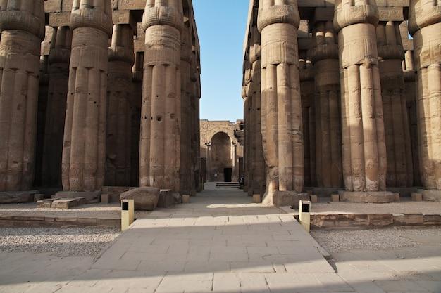 Antiguo templo de luxor en la ciudad de luxor, egipto