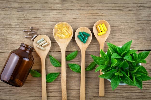 Antioxidantes, vitaminas, píldoras, hierbas medicinales orgánicas y suplementos de la naturaleza.
