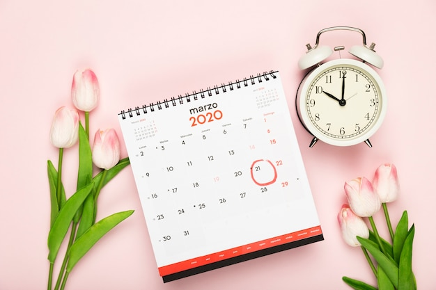 Anuncio de calendario y reloj de primavera