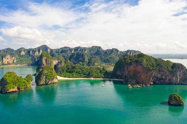 Ao nang y rai yacen con la vista del paisaje aéreo de la playa de pranang