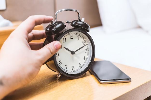 Apagando reloj despertador