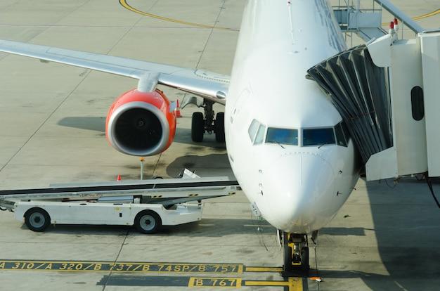 Aparcamiento de aeronaves en el aeropuerto.