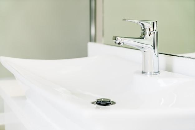 Apartamento moderno cuarto de baño interno de funcionamiento
