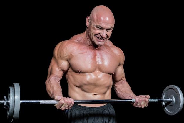 Apasionado hombre sano ejercicio mientras levanta crossfit