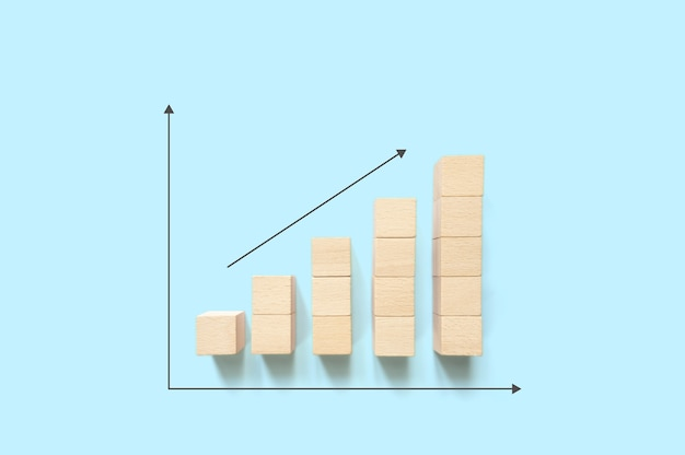 El apilamiento de bloques de madera aumenta con la flecha hacia arriba y copia el espacio