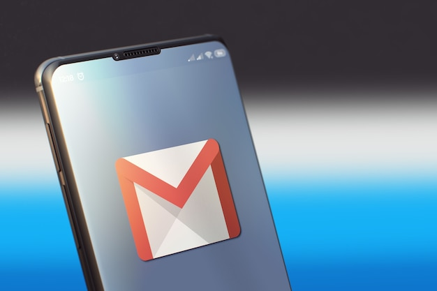 Aplicación móvil de google mail en la pantalla del teléfono móvil