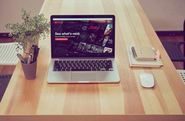 Aplicación netflix en la pantalla del portátil