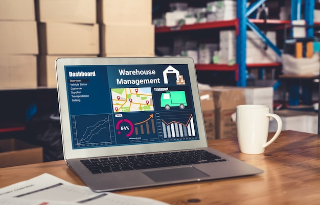 Aplicación de software de gestión de almacén en computadora para monitoreo en tiempo real