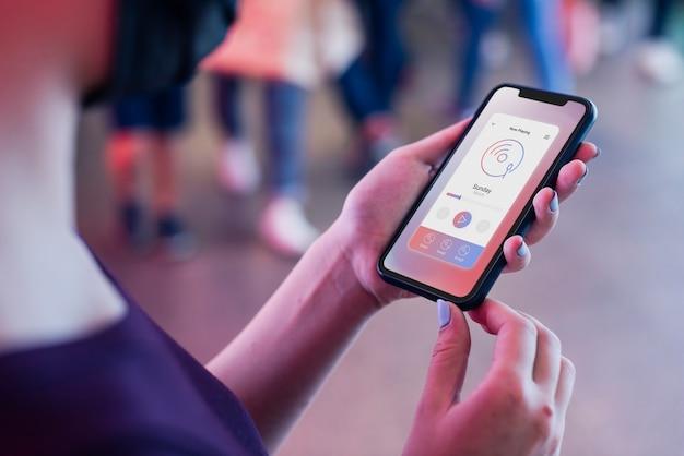 Aplicación de teléfono móvil que transmite música