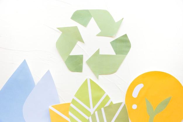 Aplicaciones de papel con logo de reciclaje